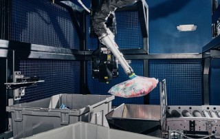 Suction cups and air compression help Berkshire Grey's robotic arm better approximate the versatility of the human hand. Photographer: Tony Luong for Bloomberg Businessweek